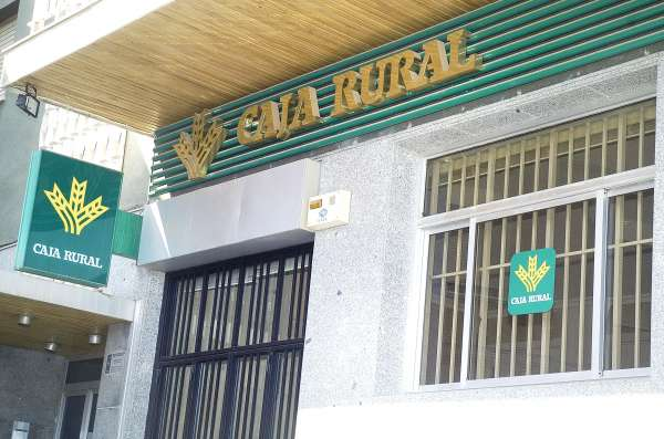 El juzgado de soria condena a banco cooperativo for Oficinas caixa burgos