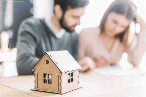 Desde ASUFIN apostamos por la educación financiera, por ello te enseñamos 5 consejos para firmar tu primera hipoteca de forma segura.