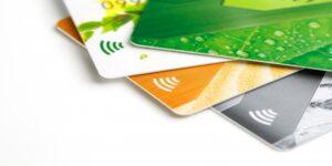 ¿Es mejor usar una tarjeta de débito o una tarjeta de crédito?